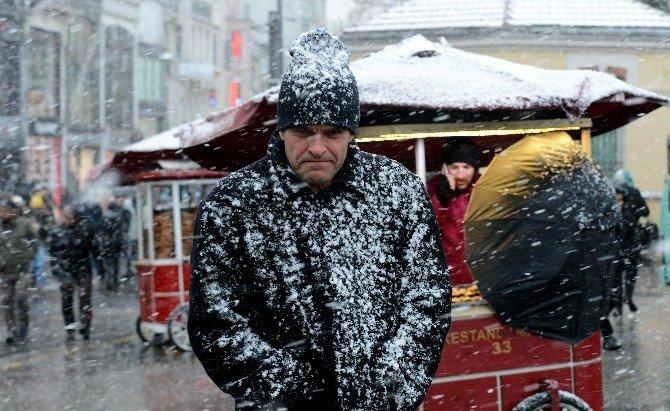 İstanbul, Güne Beyaz Uyandı