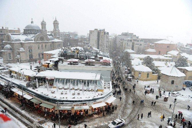 Karla Kaplı Taksim Meydanı'nın Havadan Görünüşü