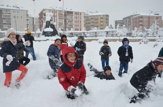 Kar En Çok Onları Sevindirdi
