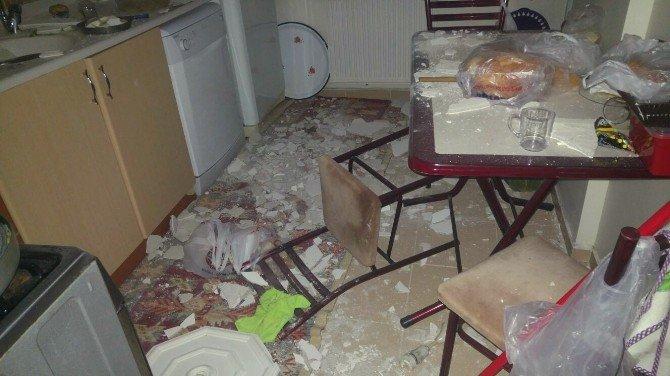Yemek Yaparken Evin Tavanı Üzerine Düştü