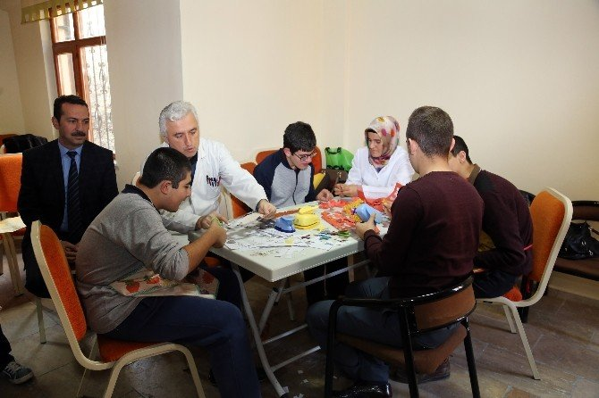 Talas'ta Zihinsel Engelli Çocuklara Beceri Kursu
