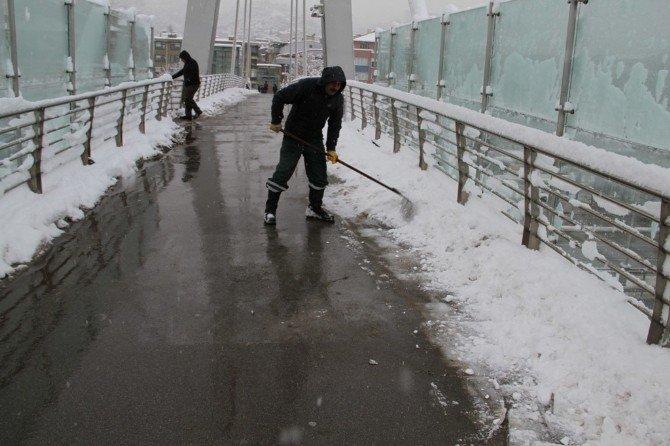 Köprü Ve Kaldırımlara Özel Solüsyonlu Temizlik