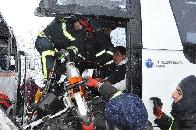 TEM'de Dehşet Kaza: 1 Ölü, 23 Yaralı