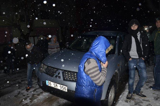 Mahalle sakinleri DEDAŞ araçlarını rehin aldı