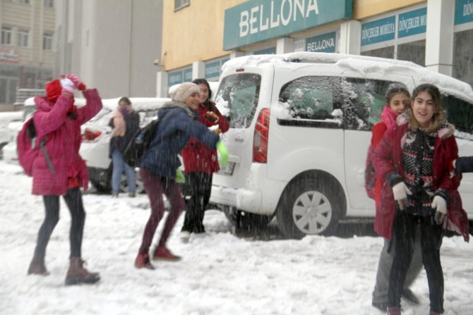 Mardin'de okullar kar yağışı nedeniyle tatil edildi