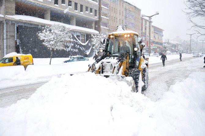 Muş'ta kar yağışı sonrası köy yolları ulaşıma kapandı