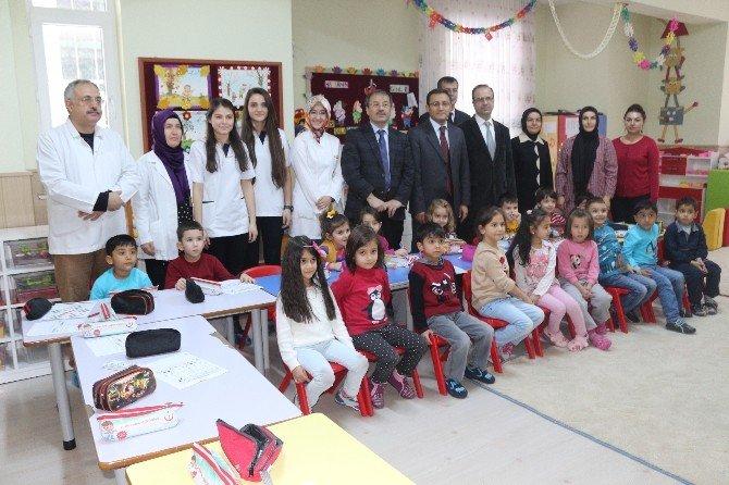 Niğde'de 60 Aylık Öğrencilere Florür Vernik Uygulaması Yapıldı