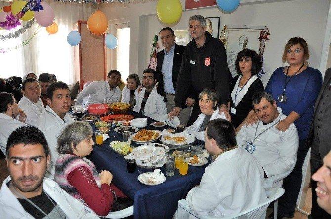 Başkan Gençer Engellileri Yeni Yıl Kutlamasında Yalnız Bırakmadı