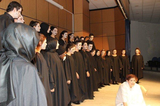 OMÜ Öğrencilerinden Tiyatro Gösterisi