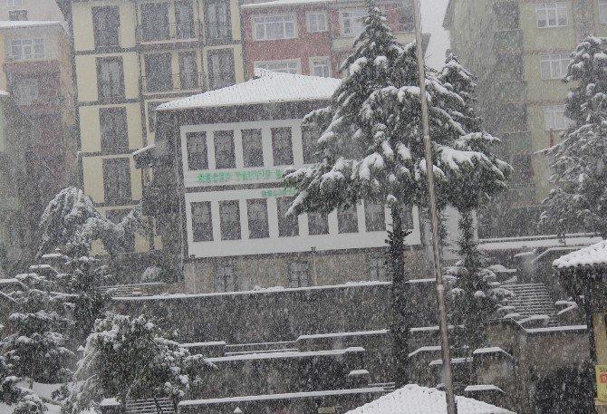 Rize'de Soğuk Hava Ve Kar Yağışı