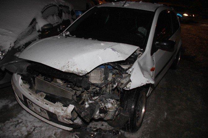 Samsun'da Buzdan Kayan Araçlar Çarpıştı: 2 Yaralı