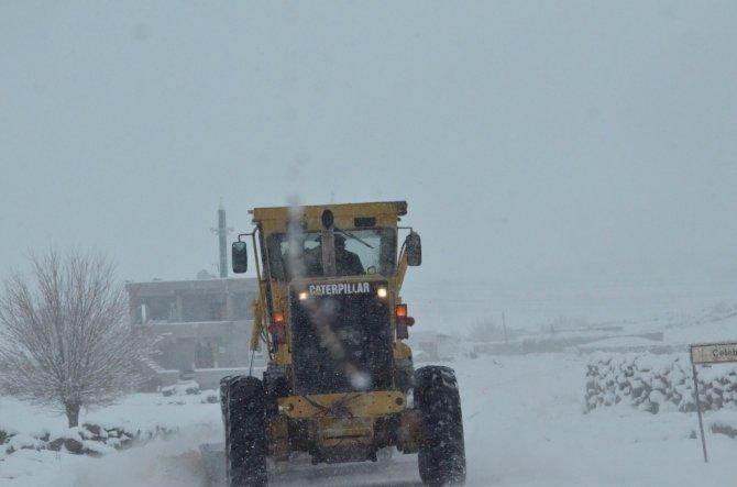 Siverek'te 82 köy yolu ulaşıma kapandı
