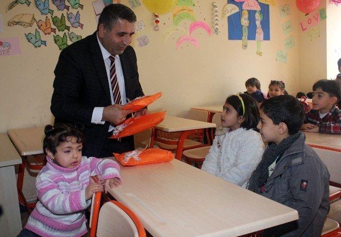 Savcıdan Suriyeli Çocuklara Yeni Yıl Hediyesi