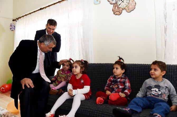 Başkan Karalar'dan Sevgi Evleri'ne Sürpriz Yılbaşı Ziyareti