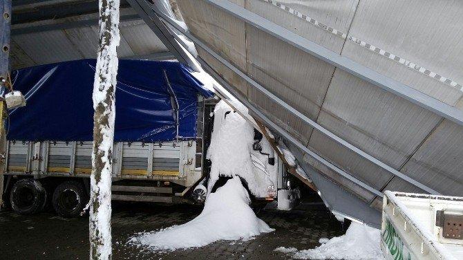 Kar Nedeniyle Kapalı Pazar Yeri Çöktü