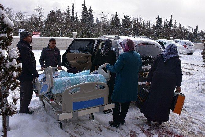 Taburcu Olan Engelli Kadın Başkanın Makam Aracı İle Sevk Edildi