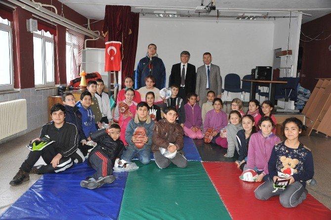 Atık Pil Toplama Yarışmasında Dereceye Giren Okullara Hediyeleri Verildi