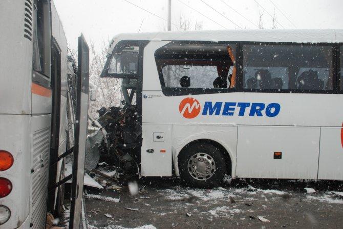 TEM Otoyolu'nda 10 araçlı zincirleme kaza: 1 ölü, 30 yaralı