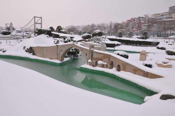 Miniatürk'ten Kar Manzaraları