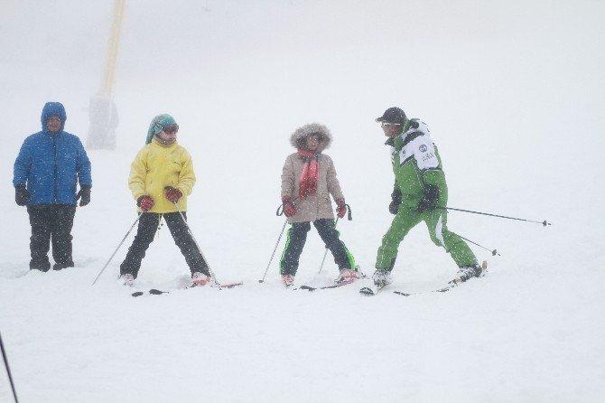 Uludağ'a Karla Birlikte Müşteri De Yağdı