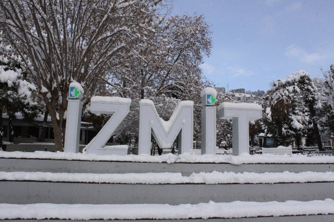 Kar Yağışı Kocaeli'de Çocukları Sokaklara Döktü