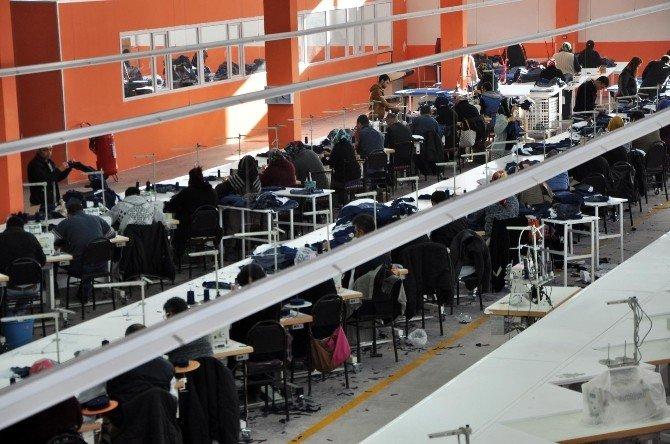 Yozgat'ta 3 Ay Önce Yanan Tekstil Fabrikası Yeniden Çalışmaya Başladı