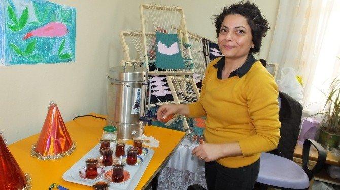 Burhaniye'de Zihinsel Engelli Gençlerin Yılbaşı Coşkusu
