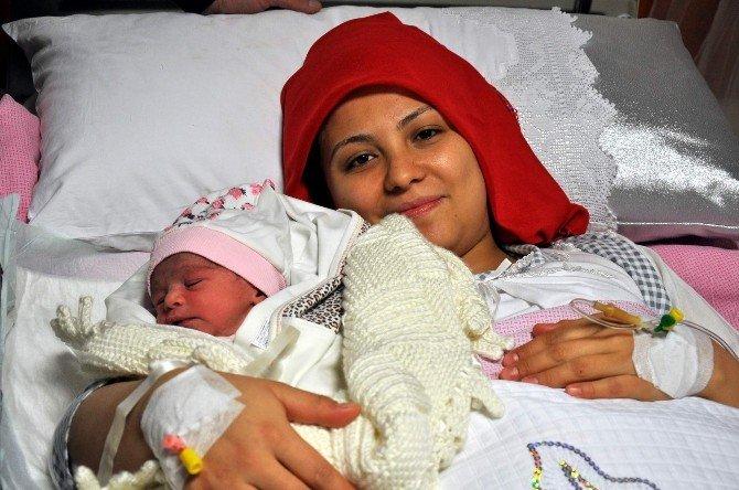 2016 Yılının İlk Bebeği Nevşehir'de Dünyaya Geldi