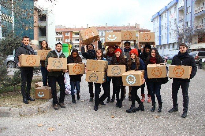 Bu Kutular Çocuklara Gülücük Dağıttı
