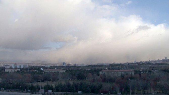 Ankara'nın üzerinde dev bulut kütlesi
