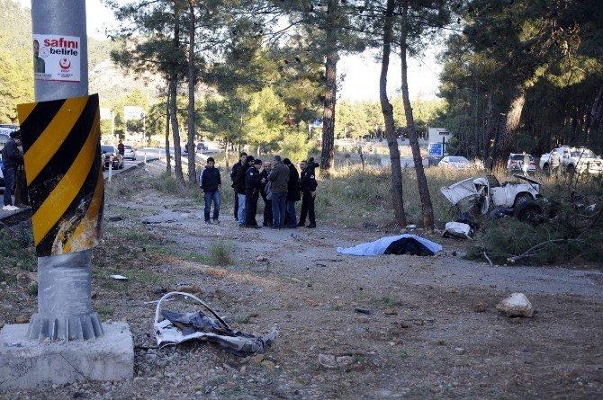 Antalya'da Feci Kaza: 2 Ölü, 3 Yaralı
