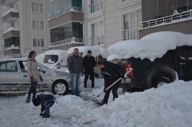 Bafra'da Araçlar Kar Altında Kaldı