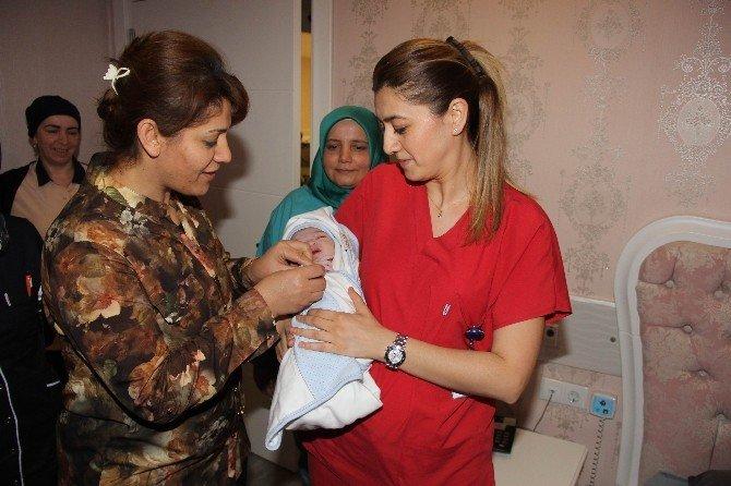 Samsun'da 2016 Yılının İlk Bebeği Saat 00.12'de Dünyaya Geldi