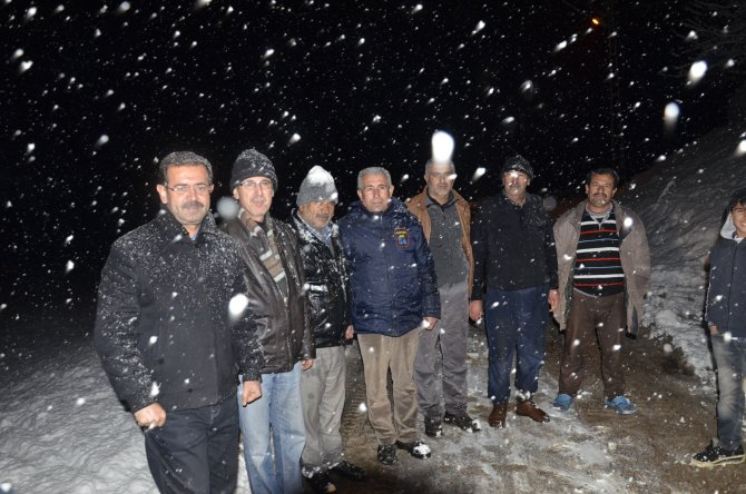 Karla kapanan yolu açtırmak için 'doğum' yalanına başvuruyorlar