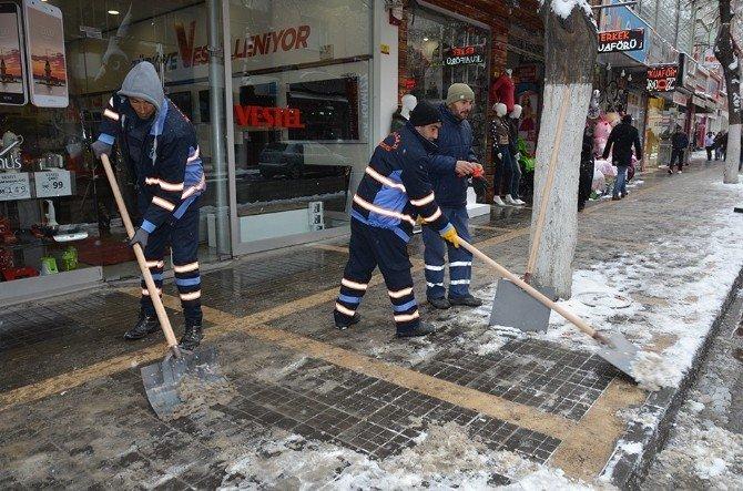 Karla Mücadele Ekipleri, Çalışmalarını Sürdürüyor
