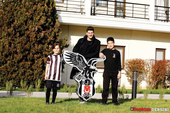 Mario Gomez: Ligin en seyredeğer futbolunu Beşiktaş oynuyor