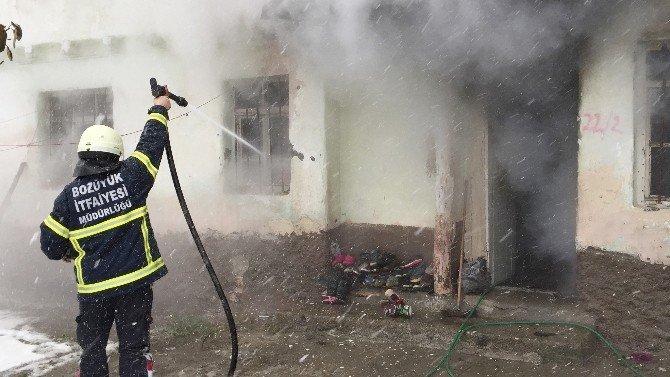 2 Katlı Evde Çıkan Yangın Korkuttu