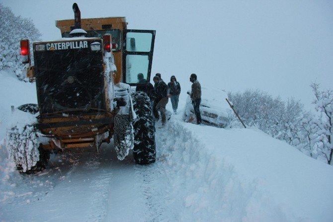 Bingöl'de 6 Kişi Kar Yüzünden Mahsur Kaldı