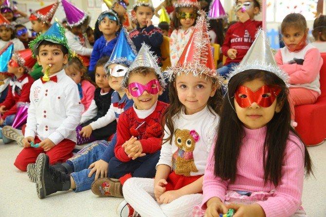 Buca'da Miniklere Coşku Dolu Yeni Yıl Eğlencesi