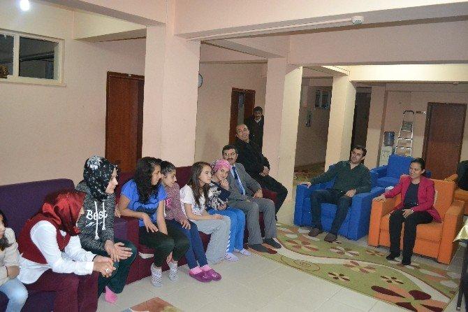 Valı Yardımcısı Özdemir, Çocukları Unutmadı