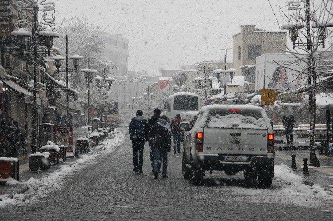 Diyarbakır'da Kar Kalınlığı 40 Santimetreye Ulaştı