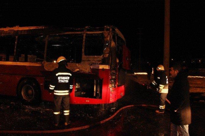 Teröristler Belediye Otobüsünü Ateşe Verdi