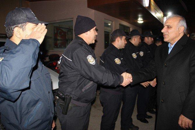 Vali Zorluoğlu, Yeni Yıla 112'de Çağrı Cevaplayarak Girdi