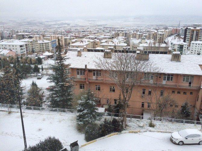 Elazığ Yeni Yıla Karla Uyandı