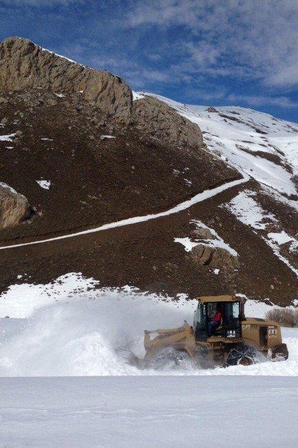 Donan Su Şebekesi İçin Köye Giden Ekip Mahsur Kaldı