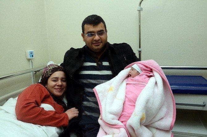 Gaziantep'te Yeni Yılın İlk Bebeği Elifsu Oldu