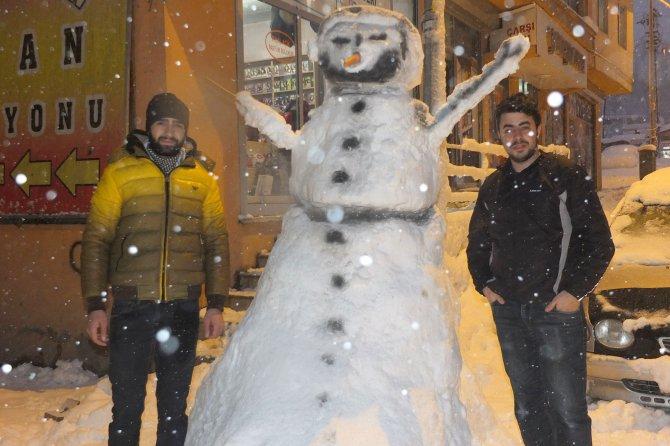 Hakkari'de kardan 'eskimo evi' yaptılar