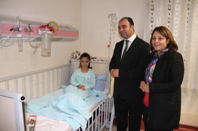 Belediye Başkanı Ve Rektör Yeni Yıla Çocuk Hastalarla Girdi