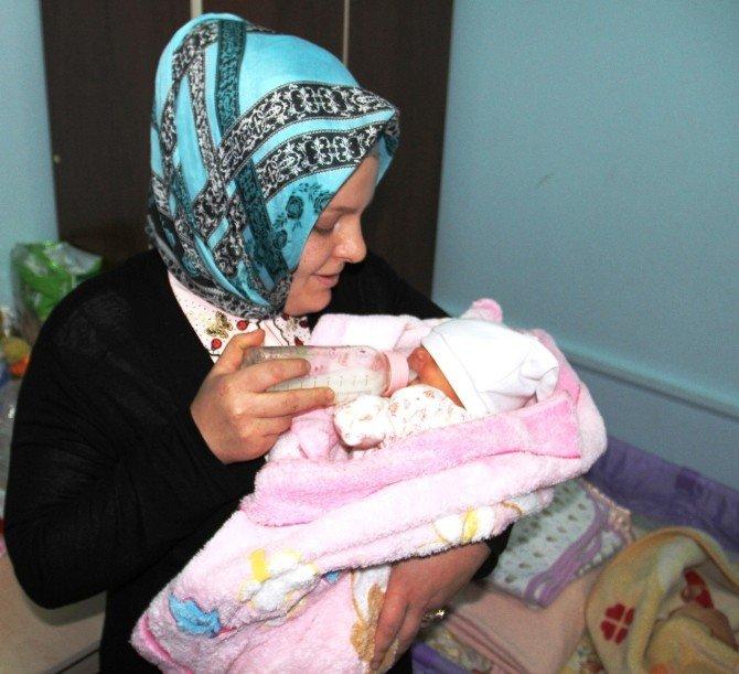 Bakan Ramazanoğlu'dan Terk Edilen Bebeğe Hediye Sepeti