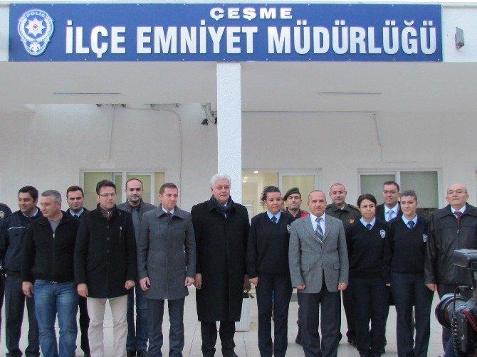 Çeşme'de İlçe Protokolü, Nöbetçi Personelin Yeni Yıllarını Kutladı